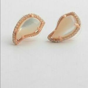 NWT Kendra Scott Temple Stud Earrings- Rose gold